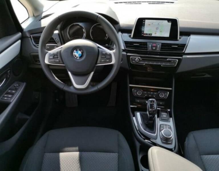 BMW 218i Active Tourer Modell Advantage Navi LED PDC