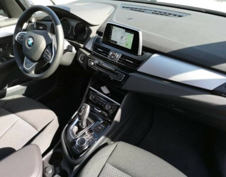 BMW 218i Active Tourer Modell Advantage Autom. Navi